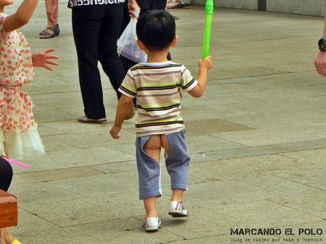 Curiosidades de China pantalon con agujeros