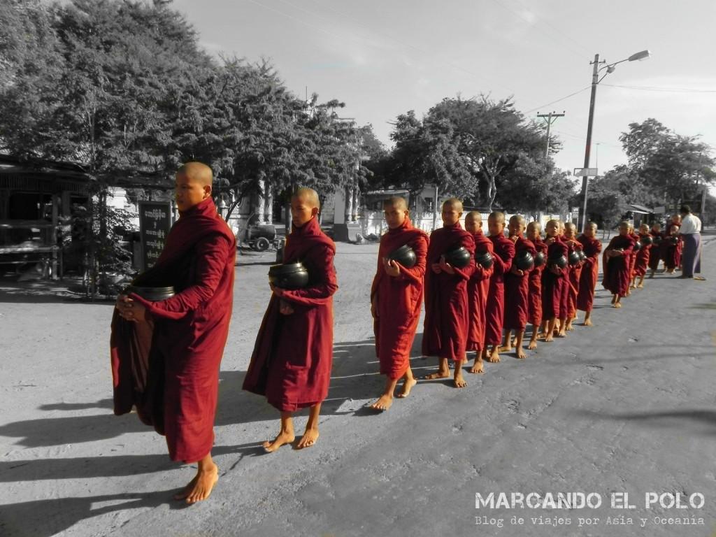 Monjes en Bagan, Myanmar