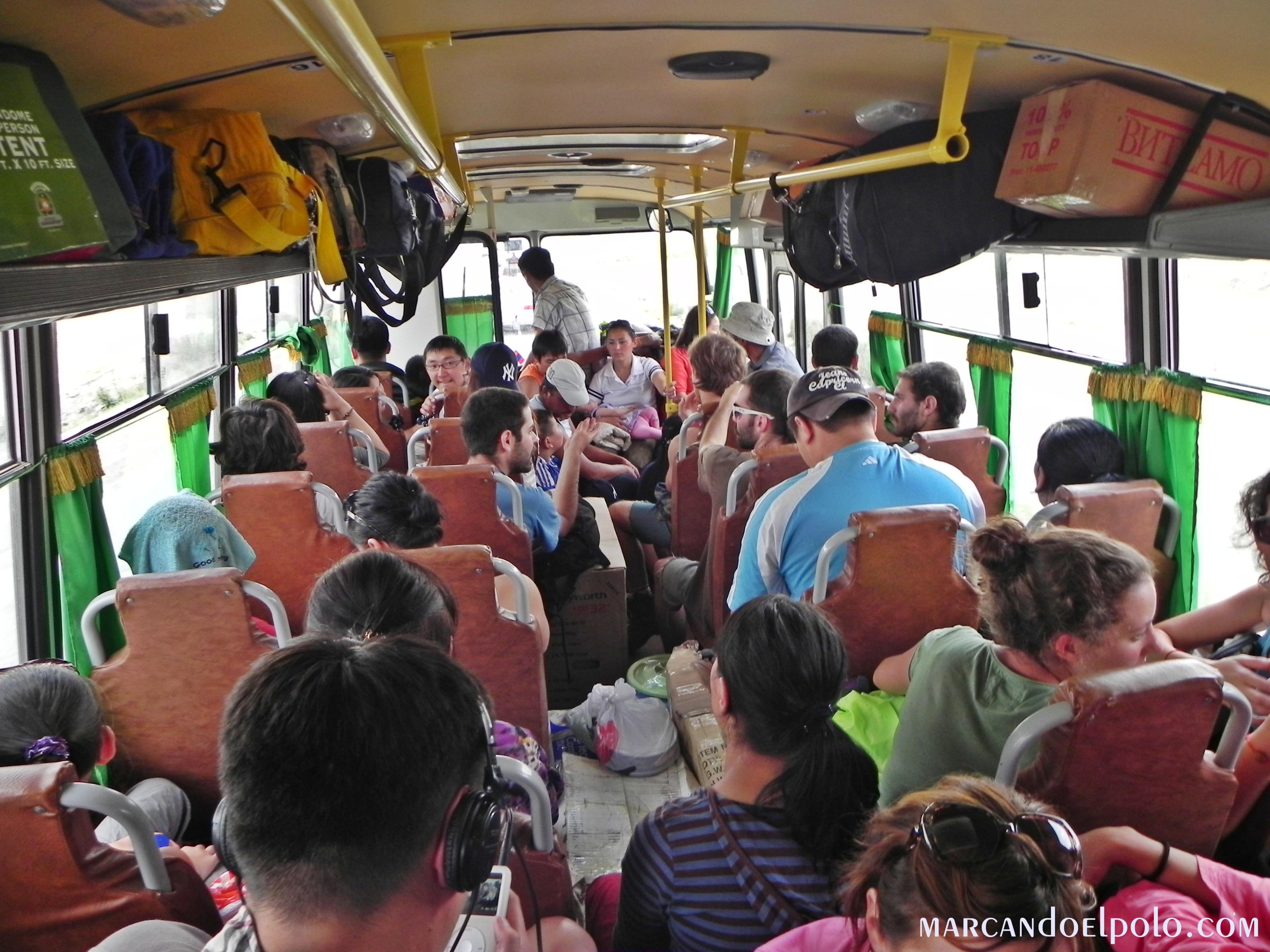 Viajar barato por Asia: bus público en Mongolia