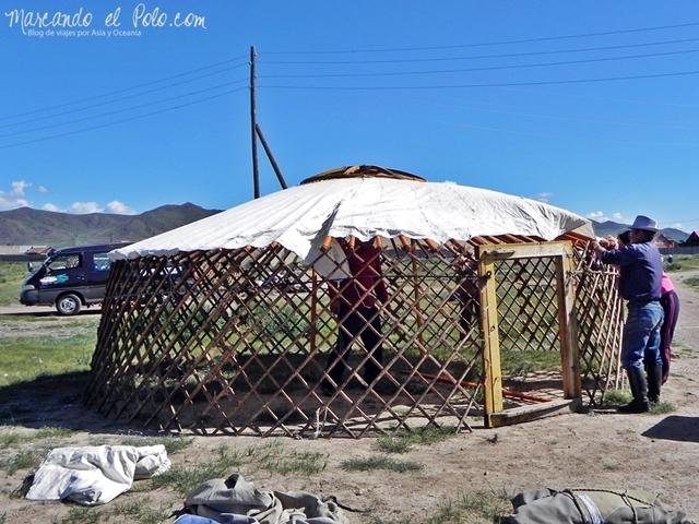 Viajar a Mongolia - Armado de un ger