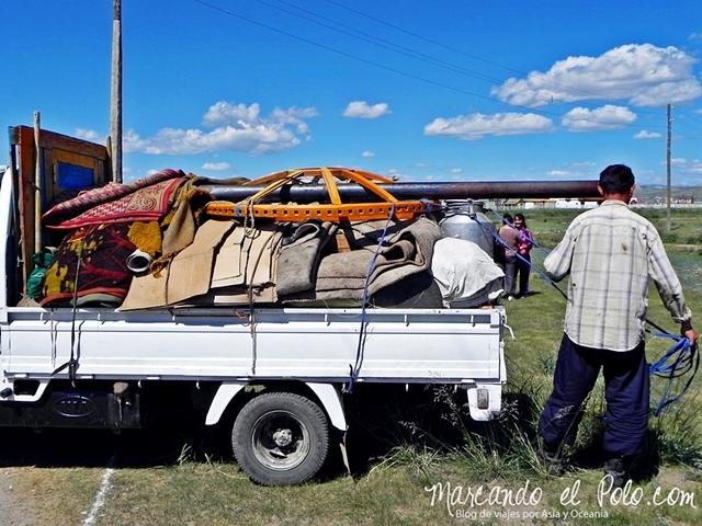 Viajar a Mongolia - Transportando ger