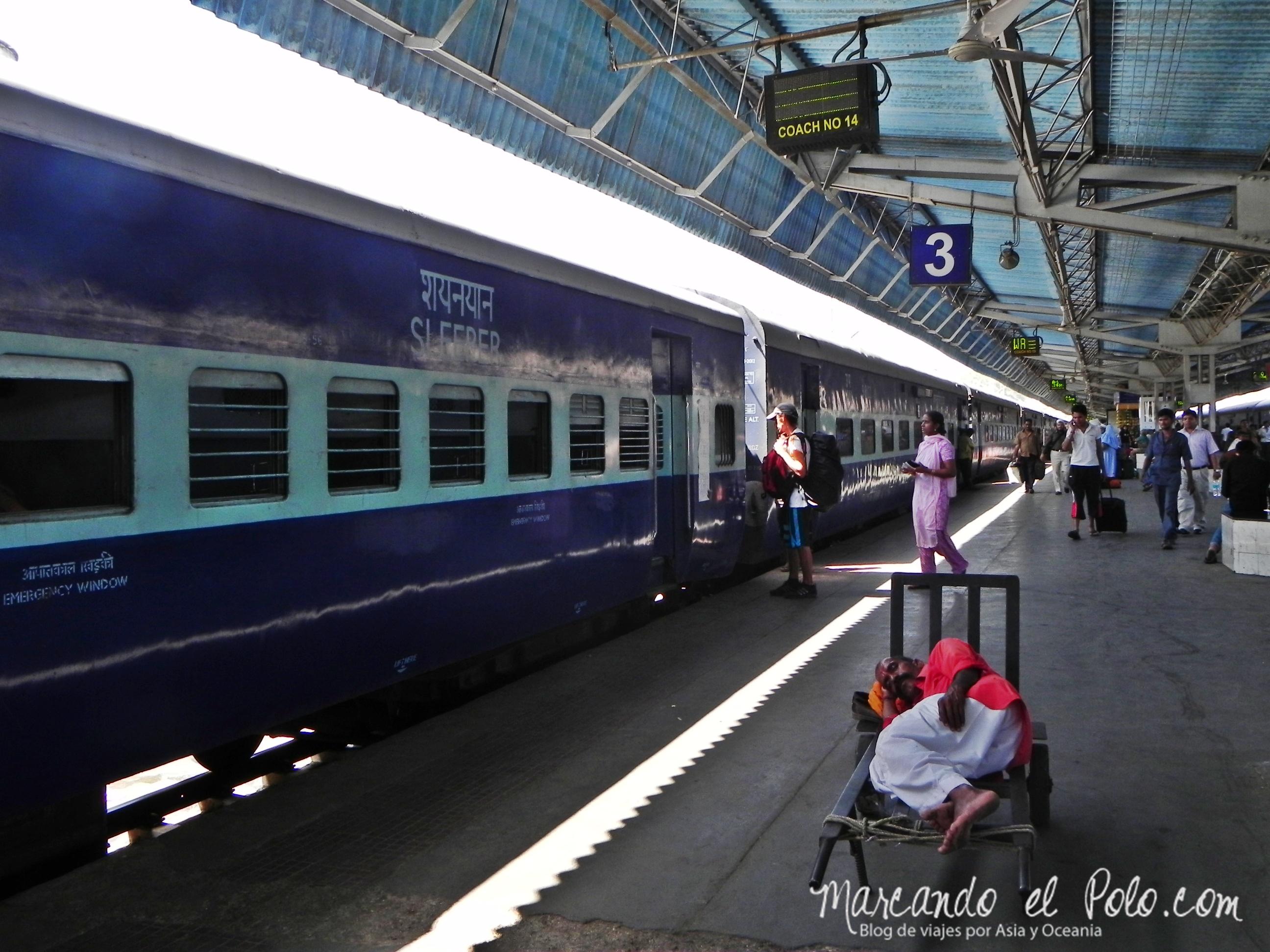 Presupuesto para viajar a India: Terminal de trenes New Delhi