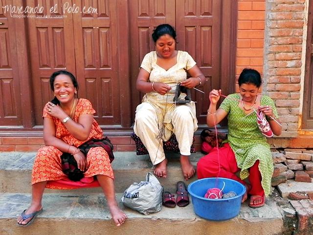 Viajar a Patan - Mujeres tejiendo