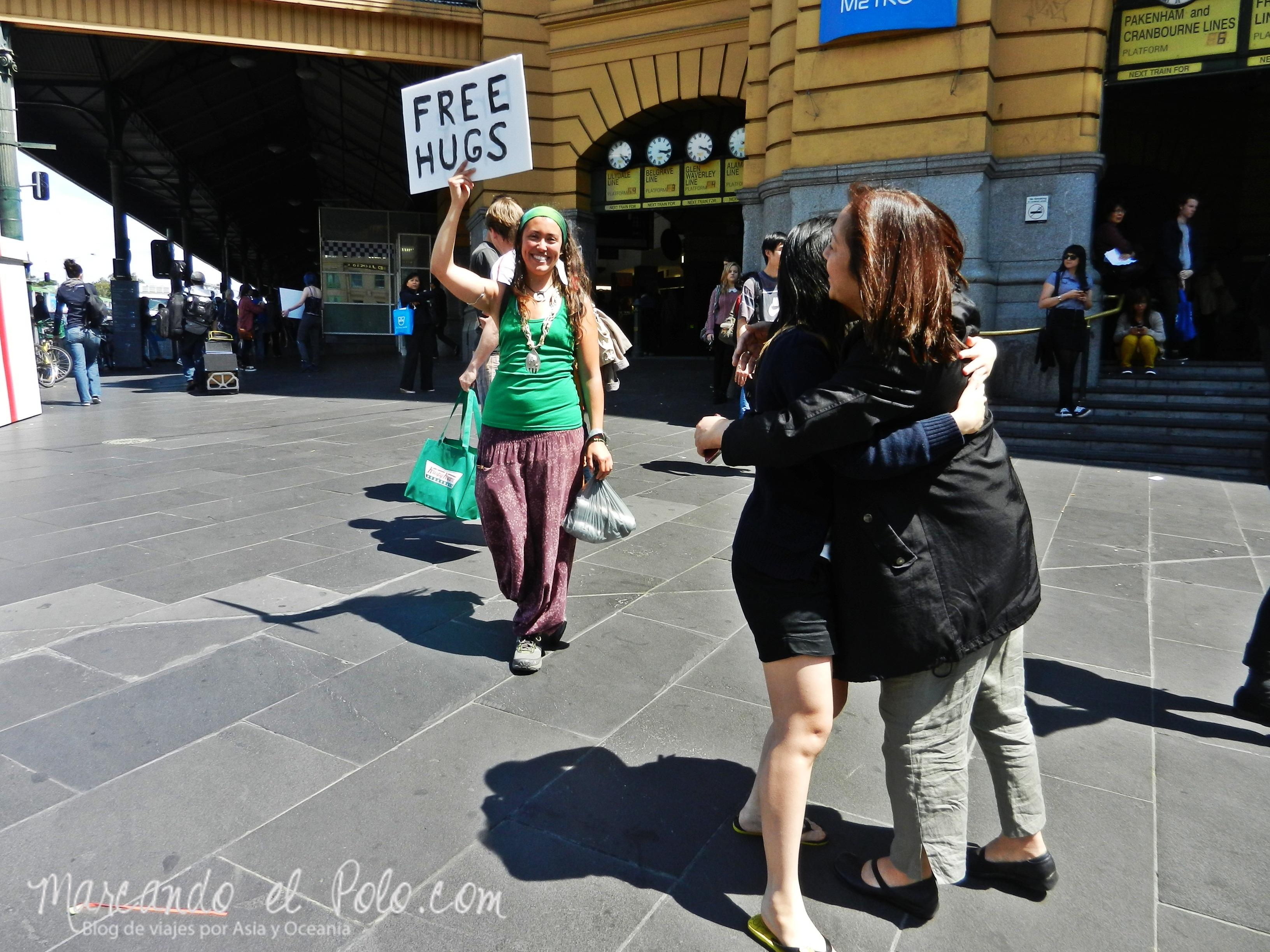 Viajar barato por Melbourne: Free hugs