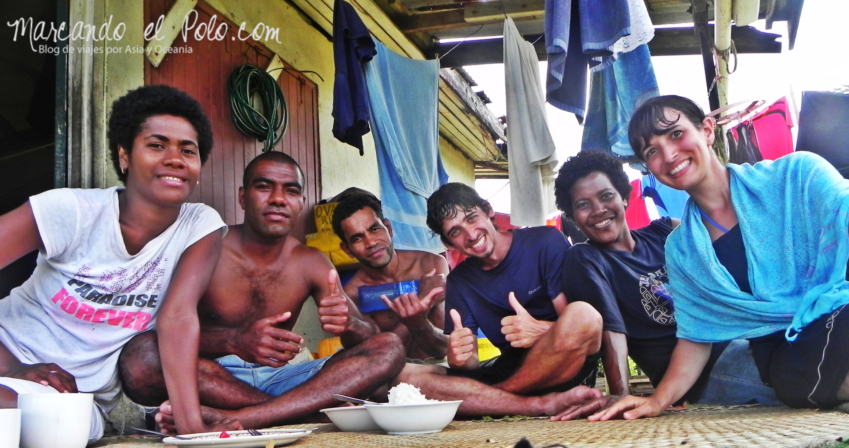 Kava en Fiyi: familia en Tokou, Ovalau