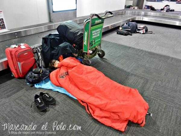 Si llegás de noche, una buena opción es dormir en el aeropuerto e ir al centro cuando amanezca, más tranquilos.