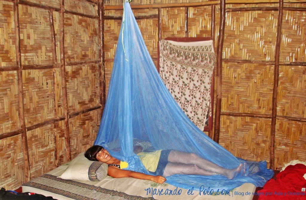 Viajar al Sudeste asiatico - habitacion con mosquitera en Tailandia