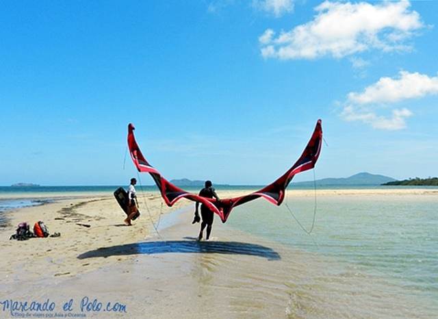 Los kitesurfers son los únicos extranjeros de la isla