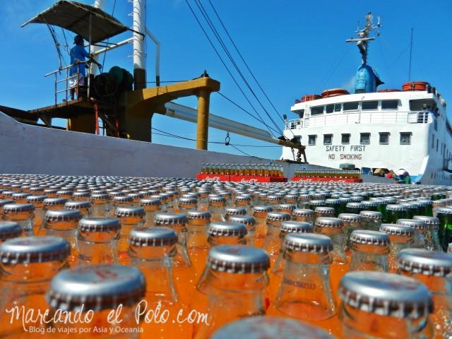 Islas Cuyo, Filipinas: Descarga de mercaderías