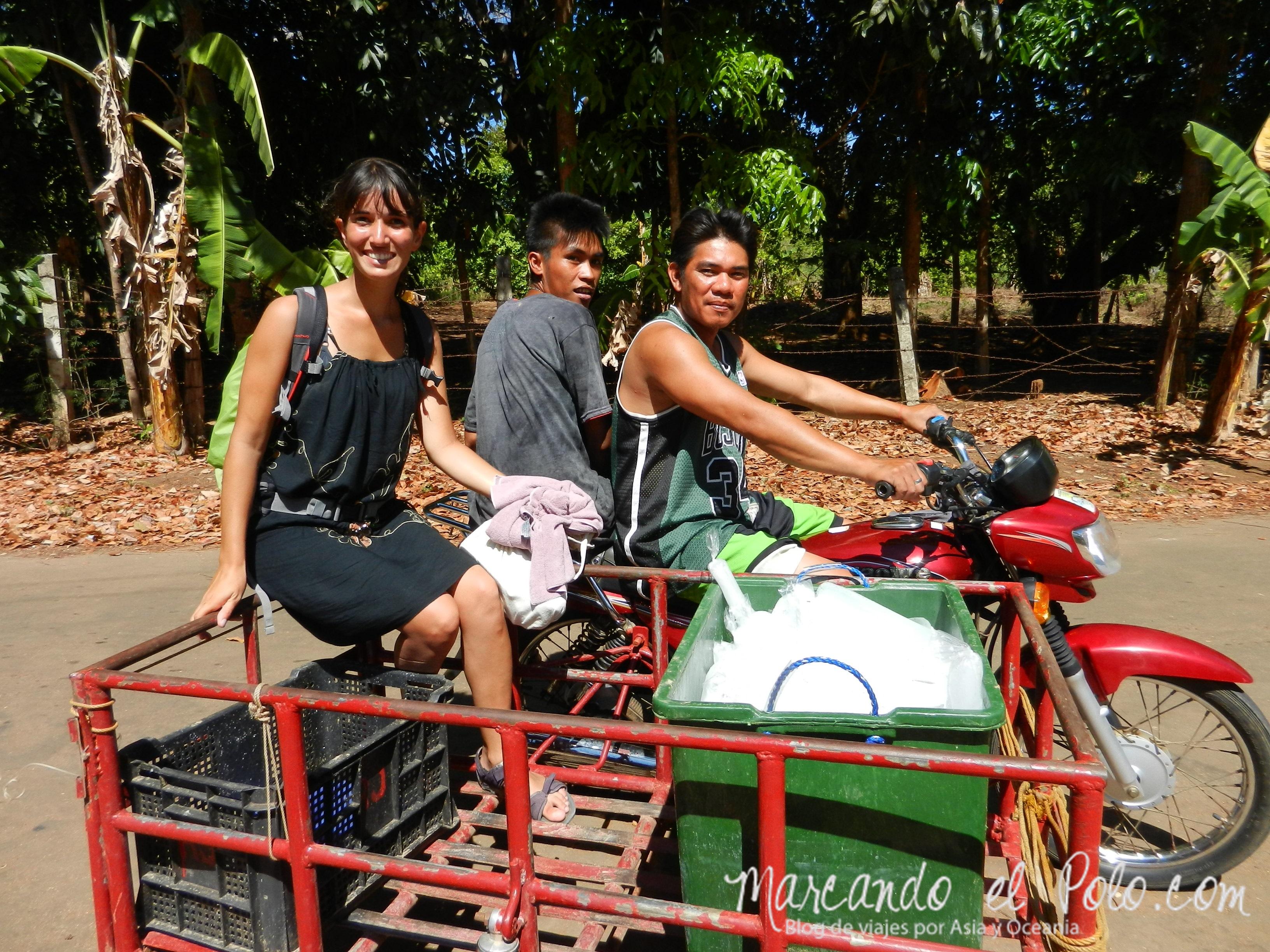 Viajar a dedo en Filipinas: en el carro de la moto