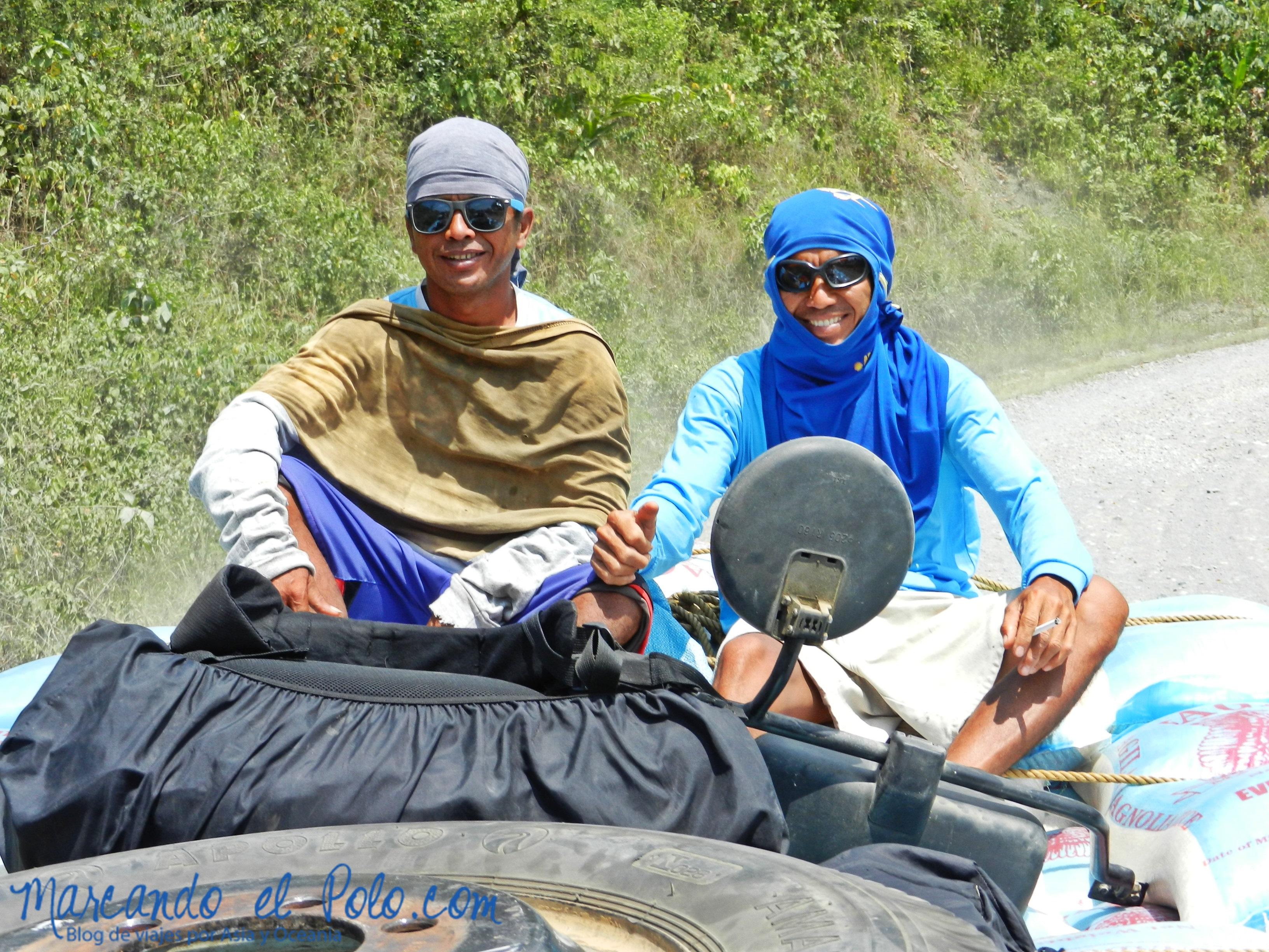 Viajar a dedo en Filipinas: guardianes de la mochila