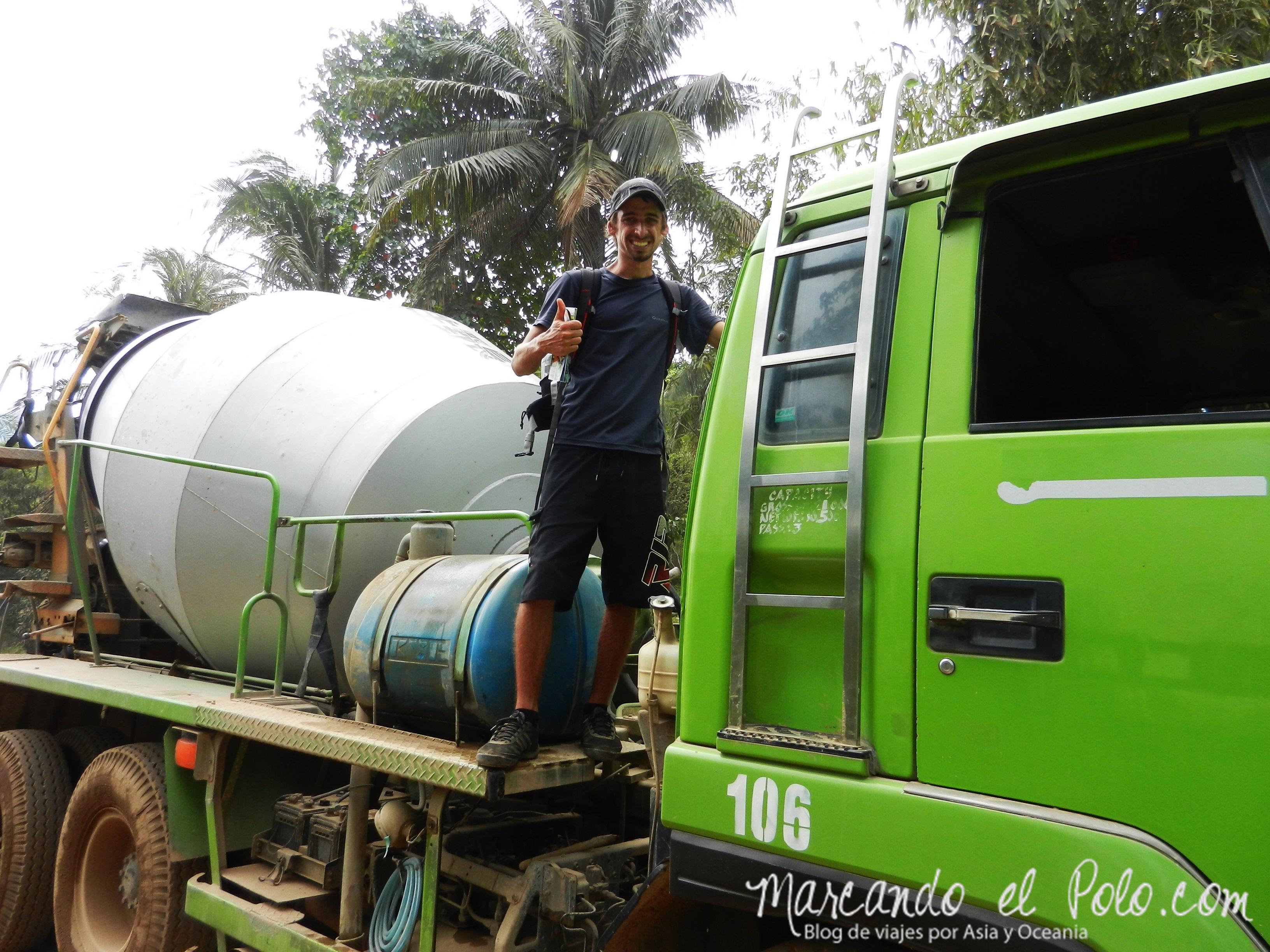 Viajar a dedo en Filipinas: camión cementero