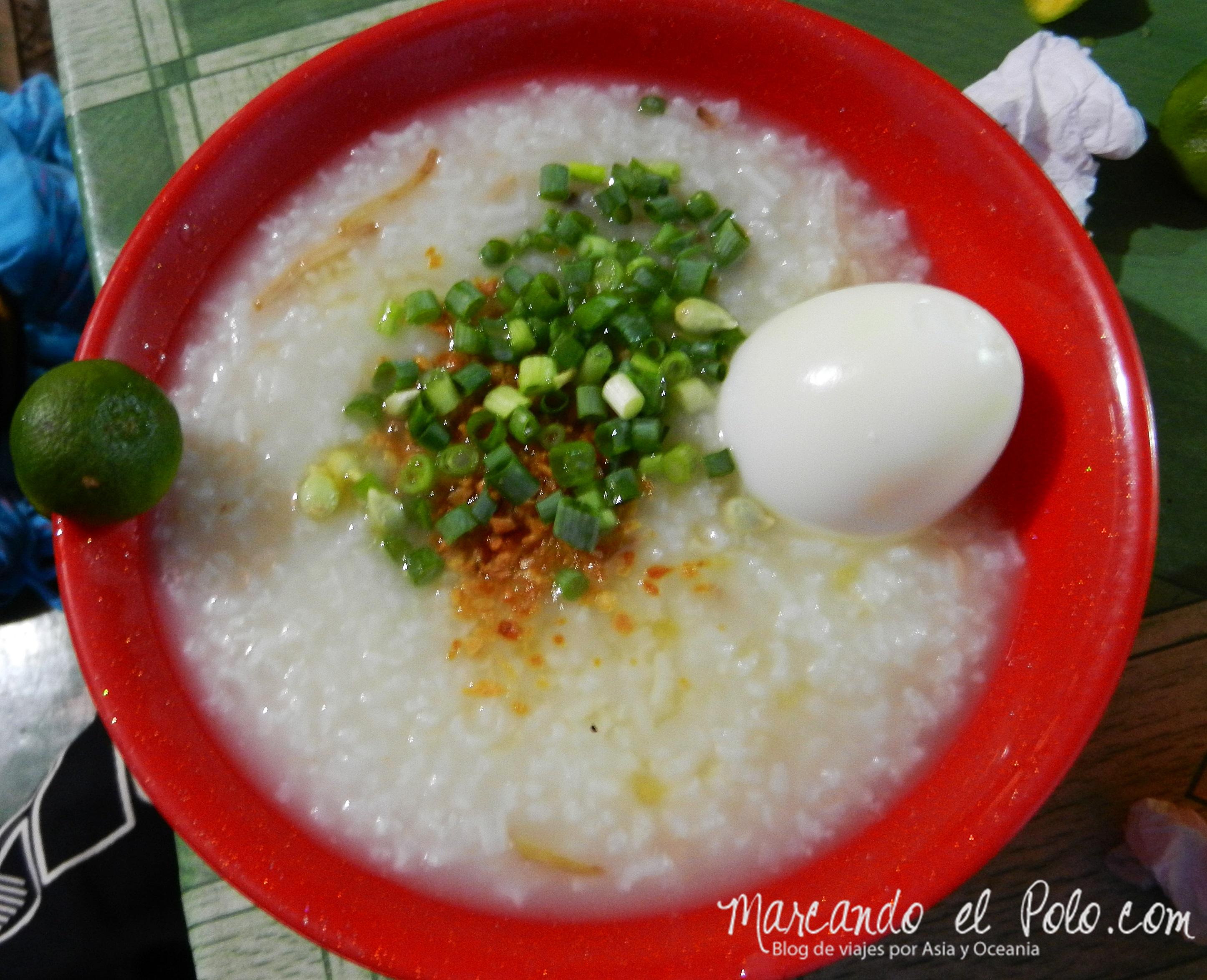 Comida de Filipinas: Lugaw con huevo.