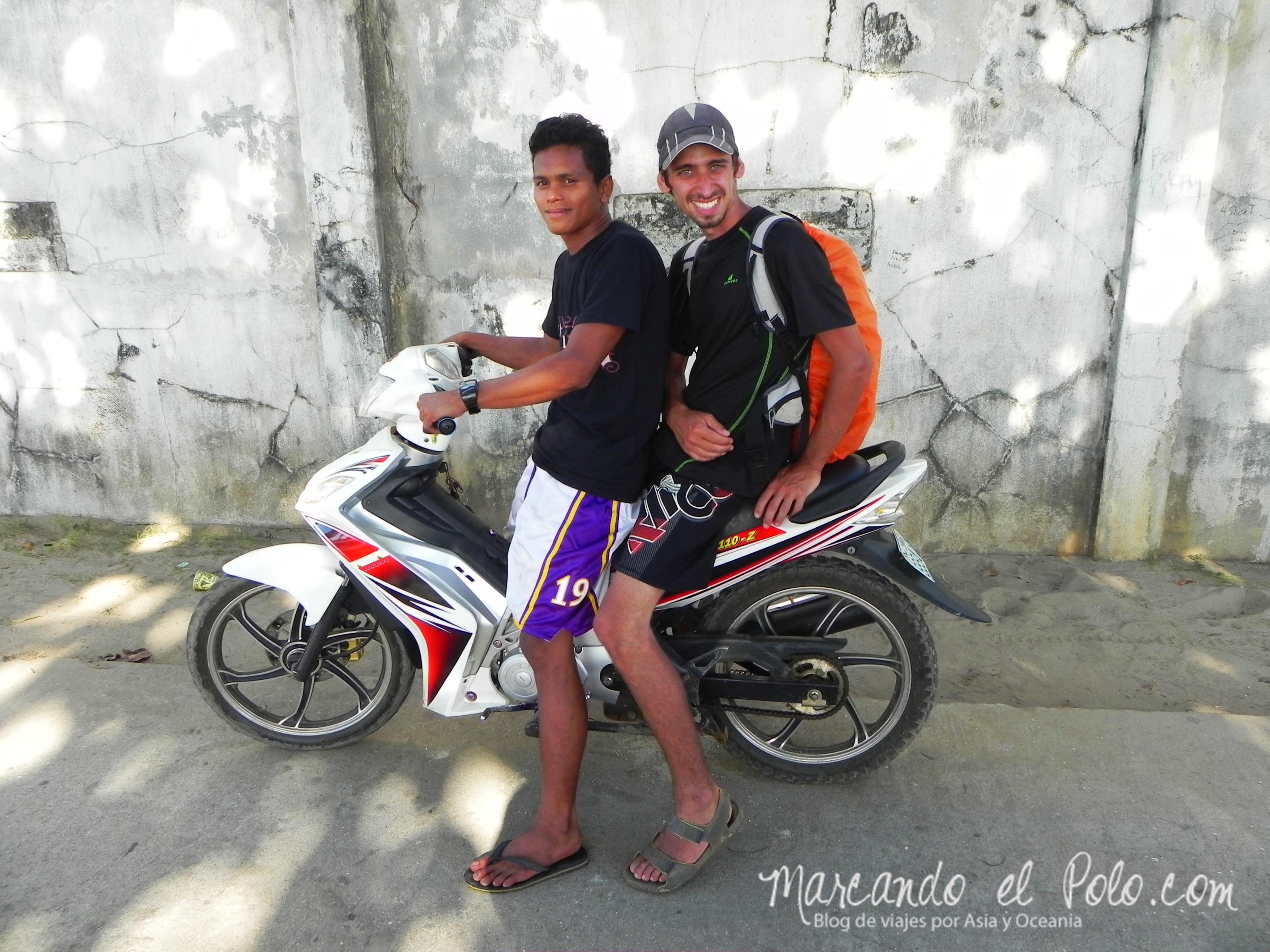 Viajar a dedo en Filipinas: en moto también