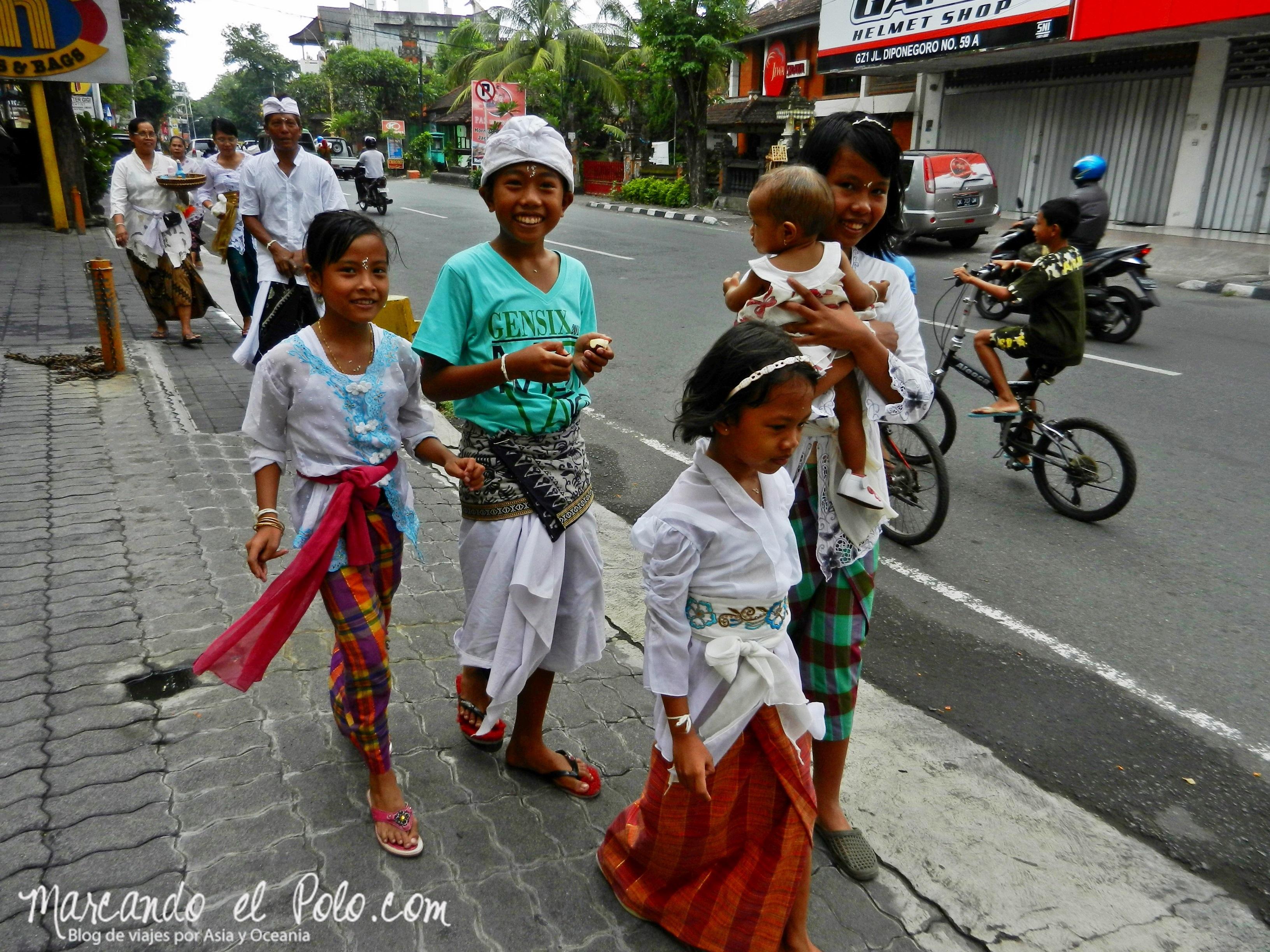 Chicos en Bali, Indonesia