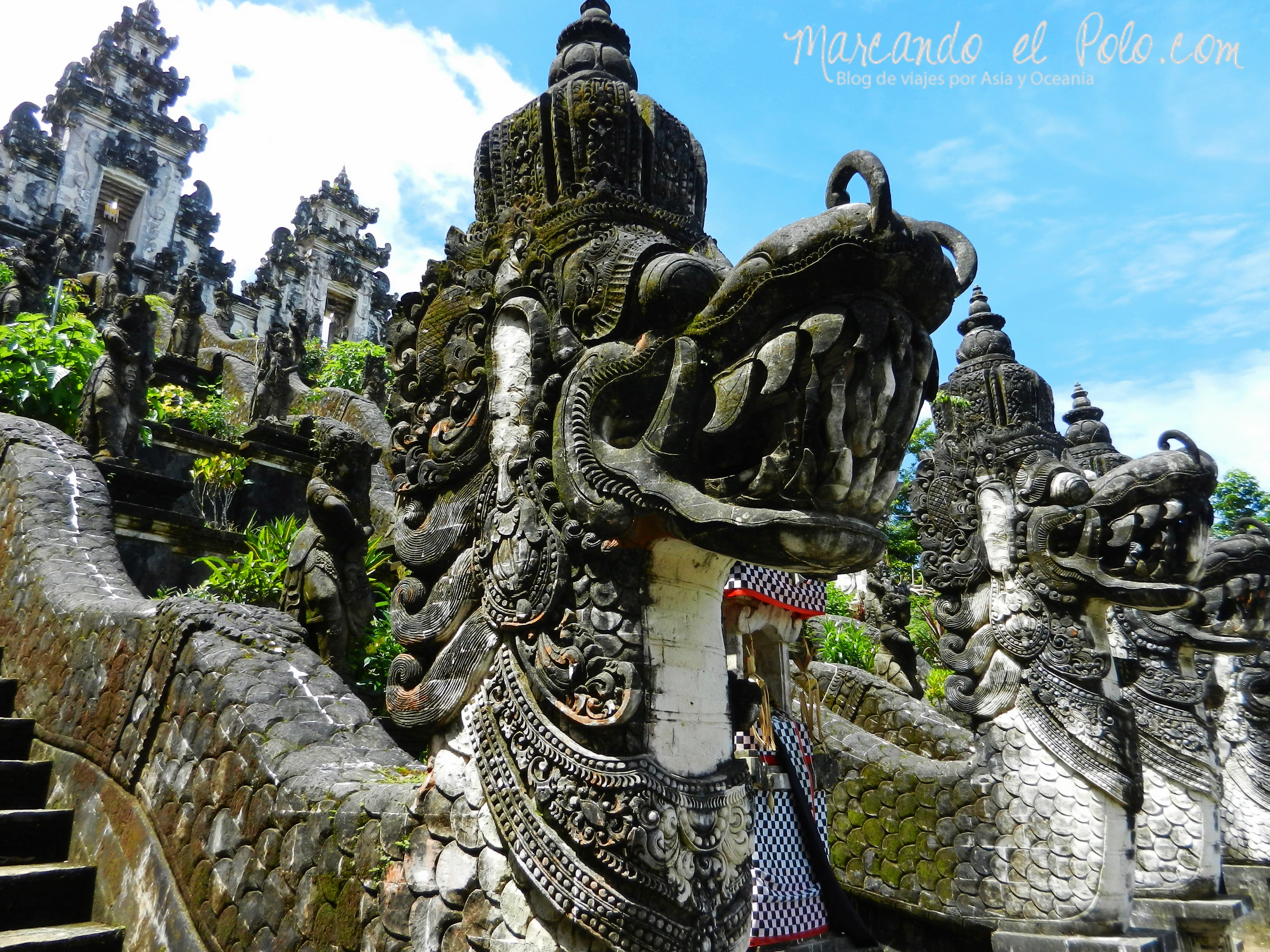 En la puerta de cada templo en Bali hay imágenes aterradoras para espantar a los demonios.