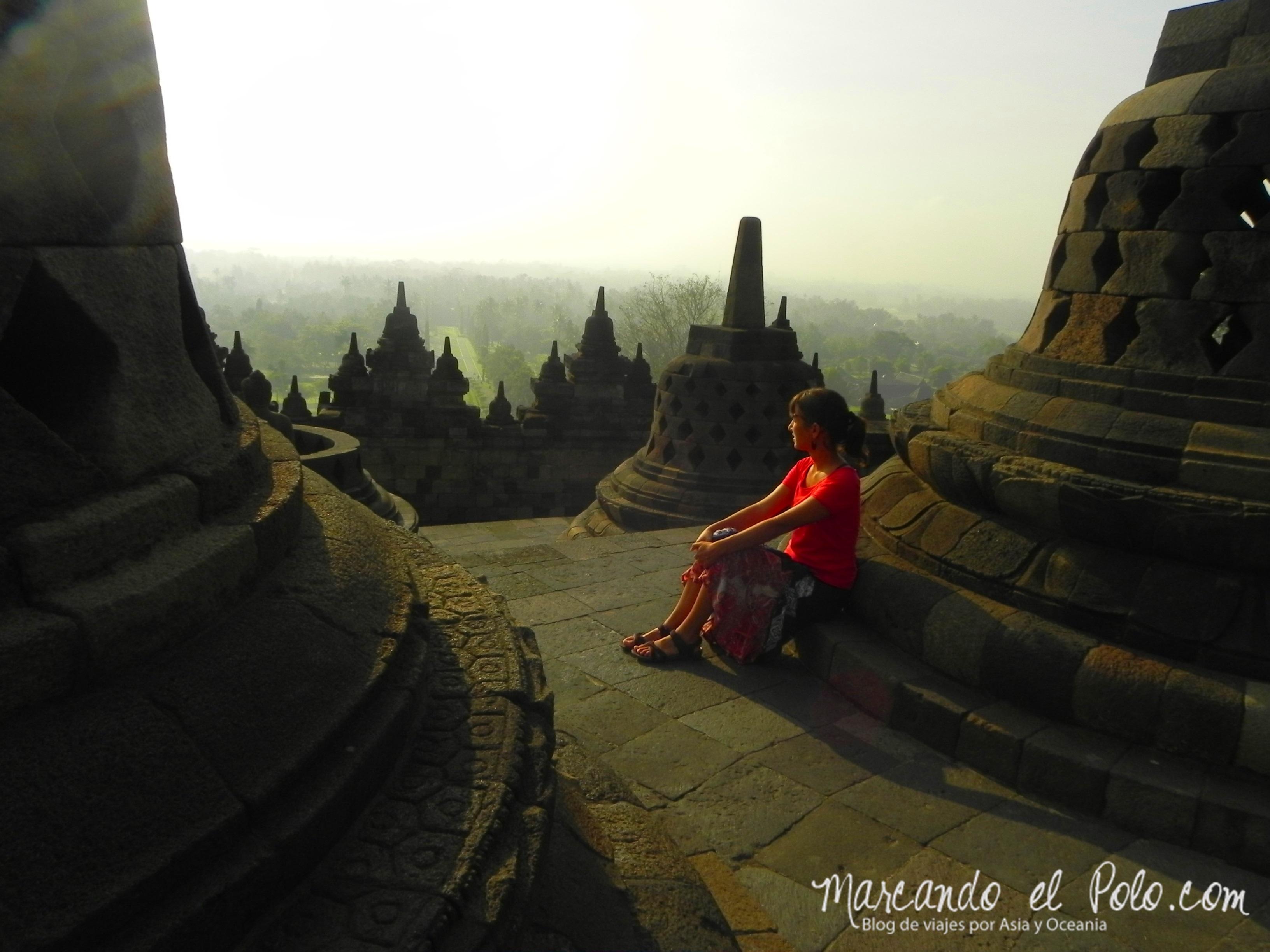 Meditando en el templo Borobudur, Indonesia