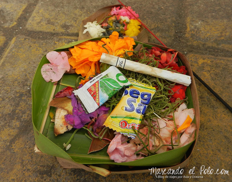 Ofrenda en Bali, Indonesia