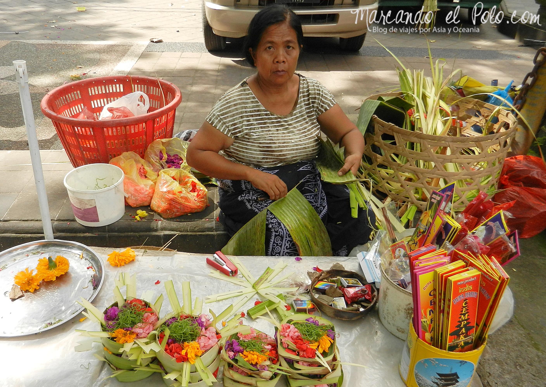 Vendedora de ofrendas, Bali, Indonesia