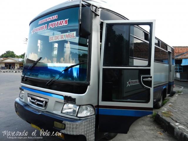 Bus en Indonesia