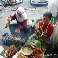 Mujeres vendiendo Sate en Solo, Java.