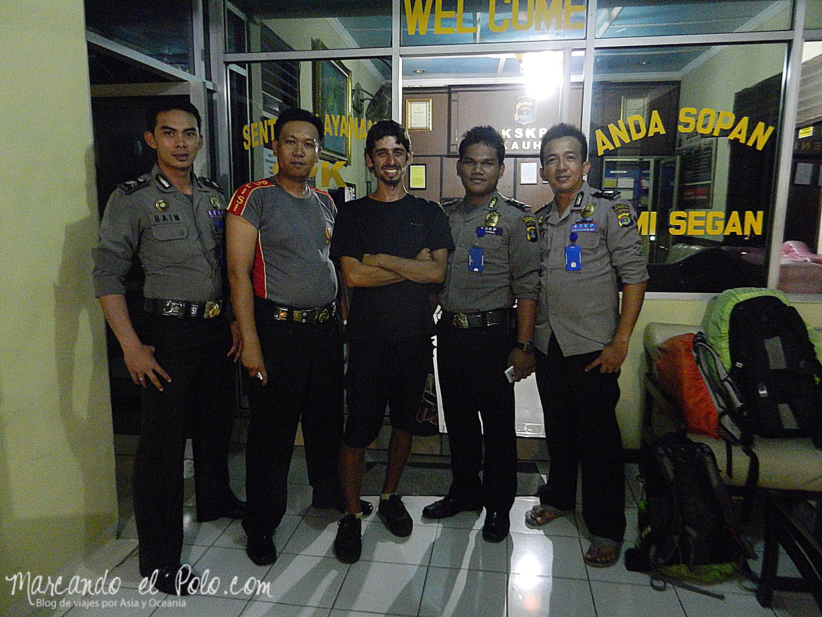 Viajar a Indonesia - policia