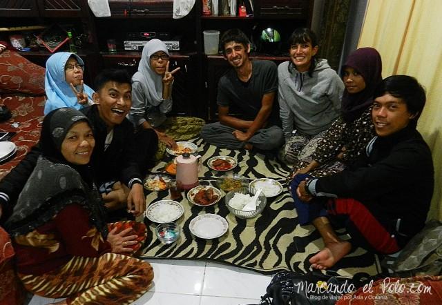 Cena Couchsurfing Sumatra Indonesia