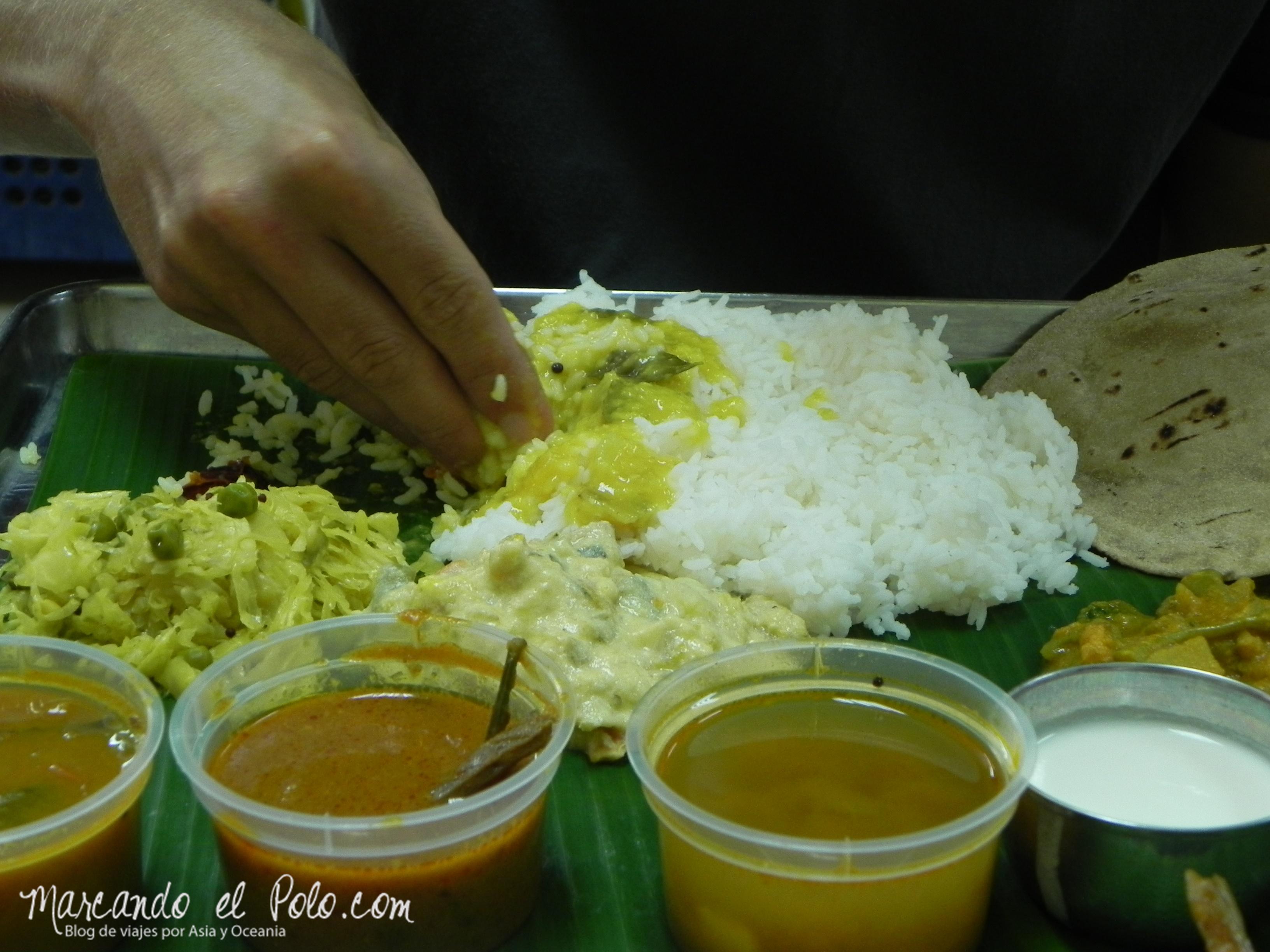 Comiendo con la mano en Singapur