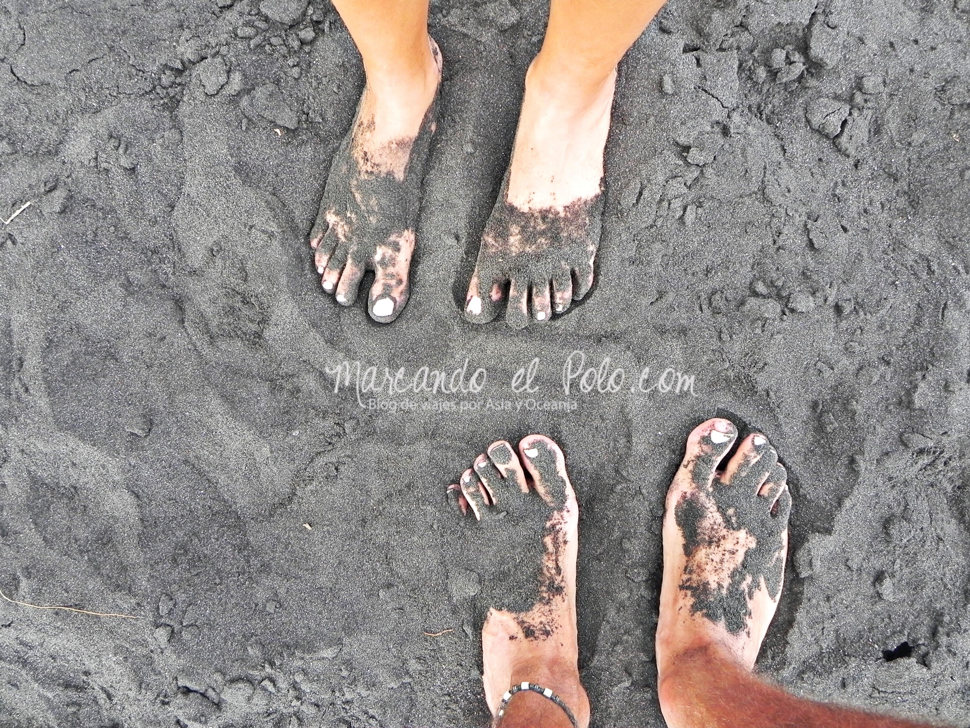Viajar a Indonesia - Playa arena negra Ende