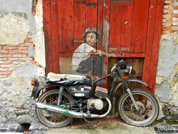 Arte callejero de Penang - Boy on a motorbike