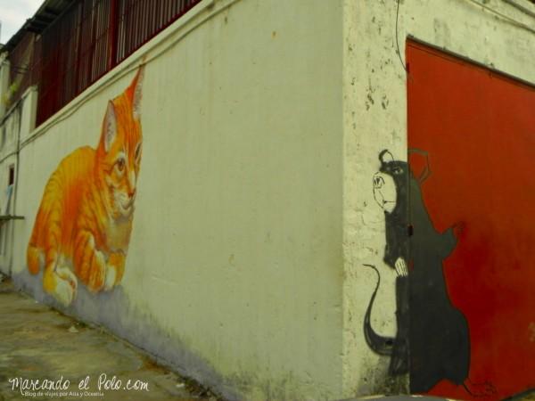 Arte callejero de Penang - Gato buscando ratón