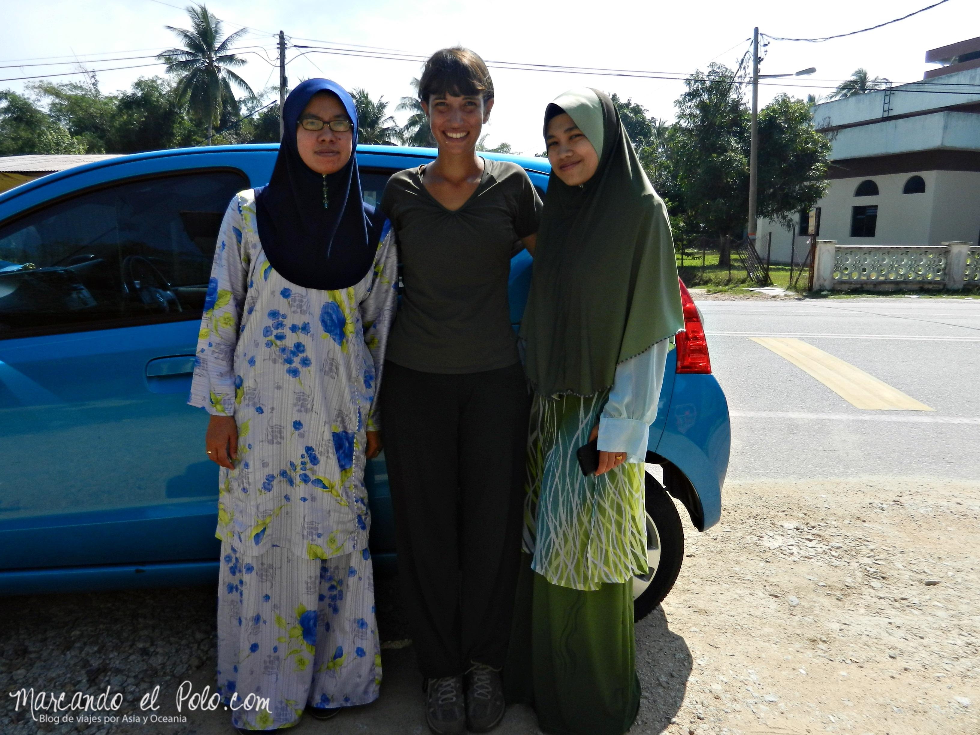 Las hermanas que nos llevaron unos 50 km...
