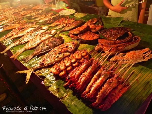 Iinerario viajar a Malasia: Pescado a la parrilla en el Filipino Market, Kota Kinabalu