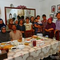 Rompiendo el ayuno durante Ramadán en Malasia.