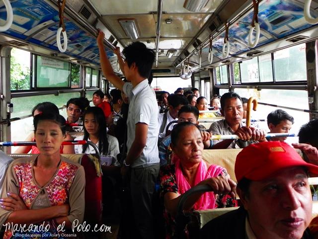 Viajar a Myanmar - bus en Yangon