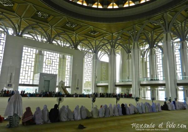 "Itinerario viajar a Malasia: Interior de la ""Iron Mosque"""