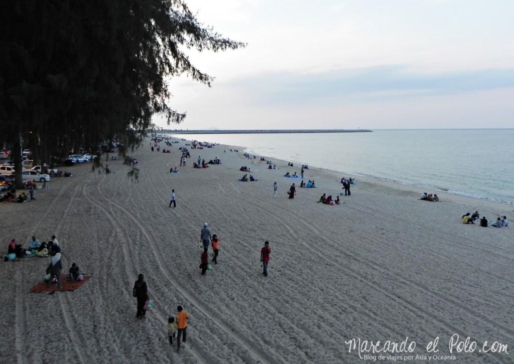 Itinerario viajar a Malasia: Pantai Batu Buruk, Kuala Terengganu