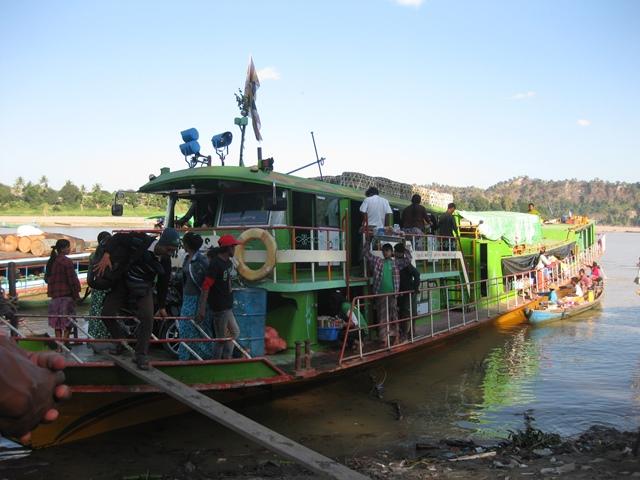 Myanmar a India por tierra: barco Monywa a Kaleywa