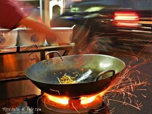 Comida callejera en Malasia - char kwe teow
