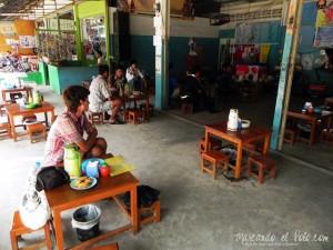 Casa de té birmana en Mae Sot, Tailandia