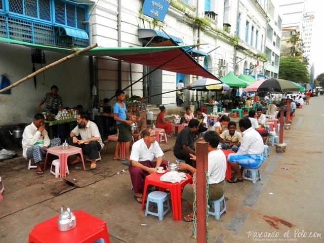 Viajar a Myanmar - casa de te callejera, Yangon