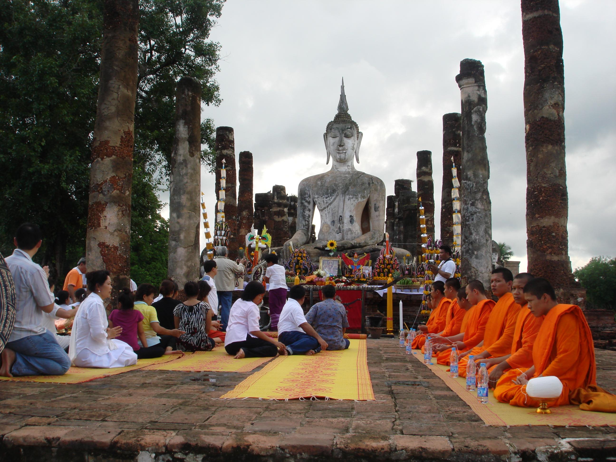 Resultado de imagen de monjes budista meditando