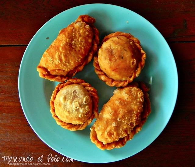Viajar a Myanmar - snacks en casa de te