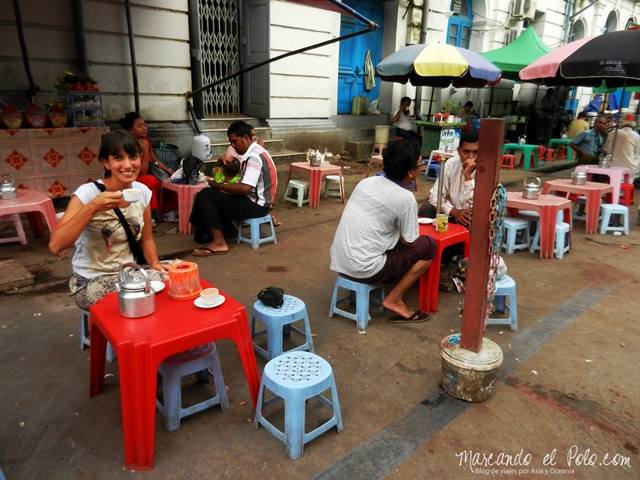 Viajar a Myanmar - te en las calles de Yangon