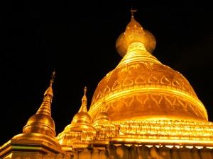 Pagoda Yangon noche - Curiosidades Myanmar