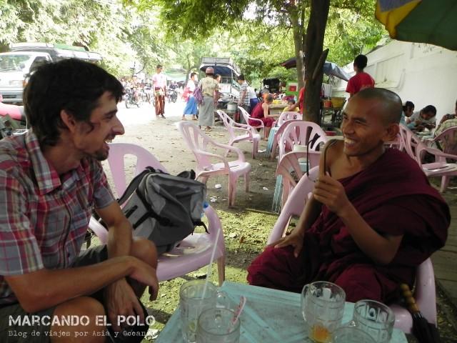 Budismo en Myanmar: charla con monje en Mandalay