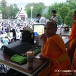 El monje preparando el sonido. ¿Ya habrá pedido su deseo?