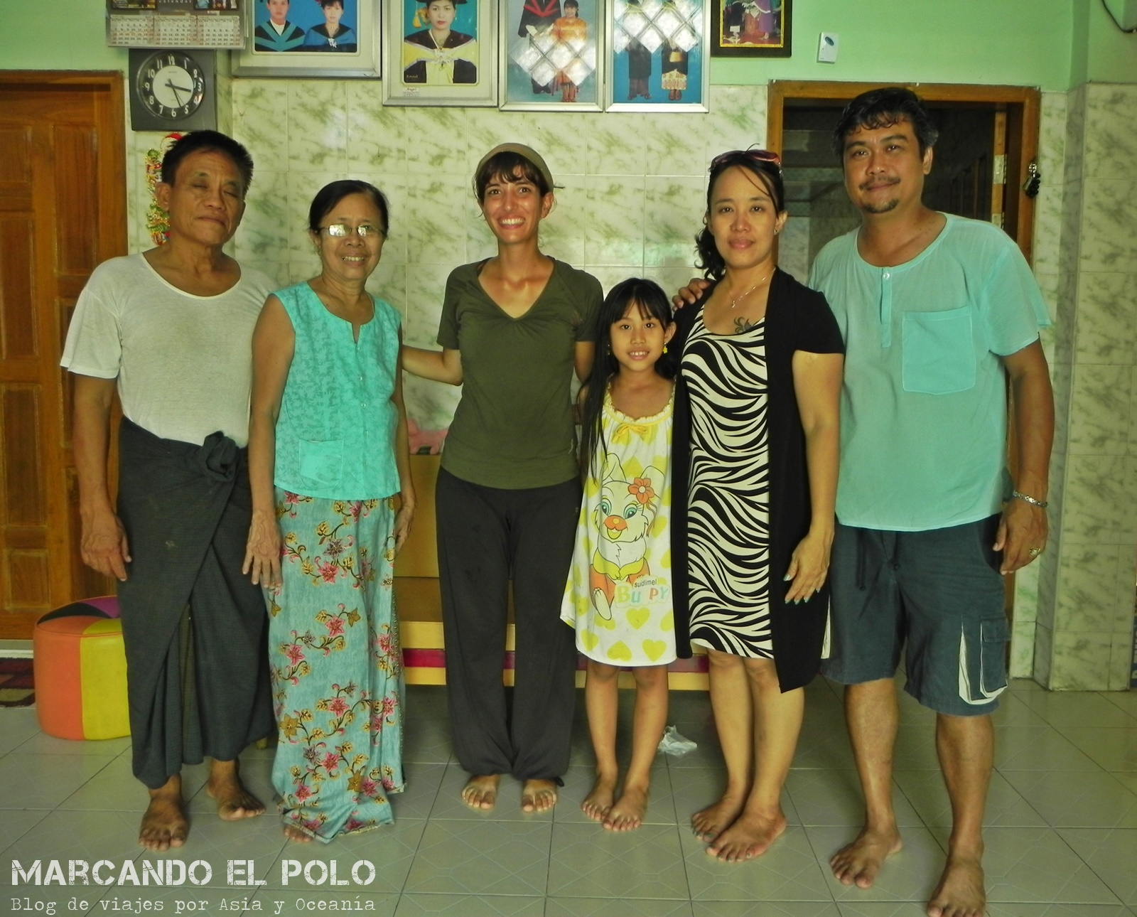 Familia que conocimos gracias a viajar a dedo en Myanmar