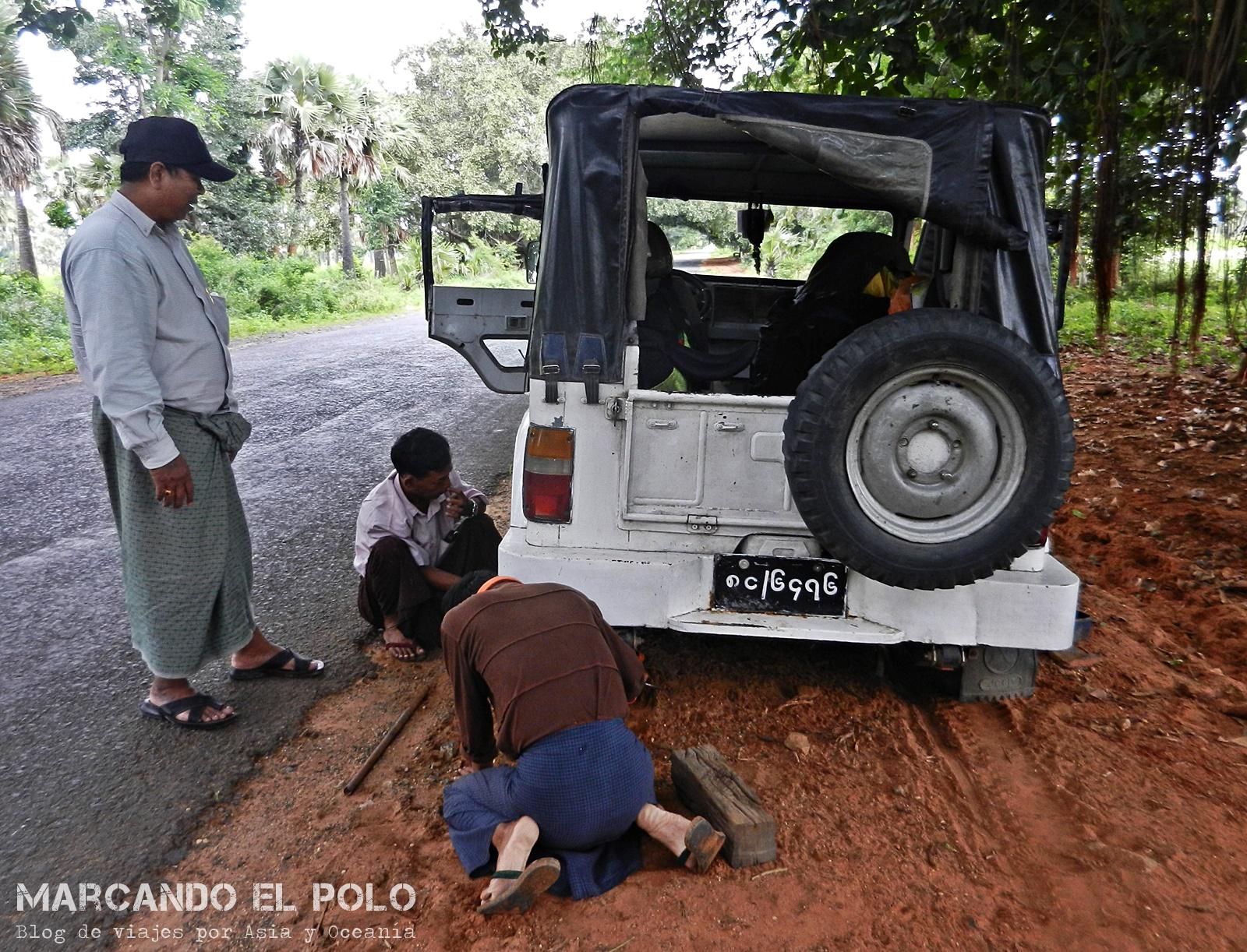 Viajar a dedo en Myanmar. El jeep nos abandonó