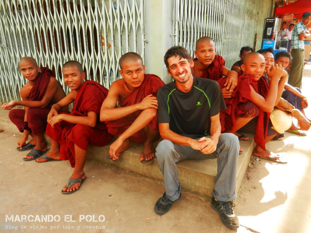 Budismo en Myanmar: monjes en Bago